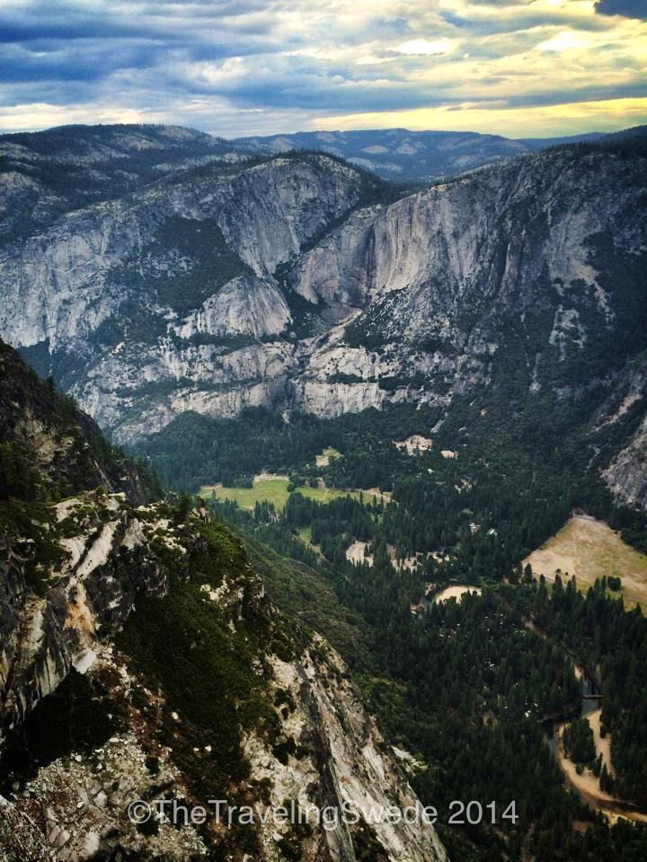 Looking into the Yosemite Valley. If you are afraid of heights this might not be fun but it's incredible to look down.